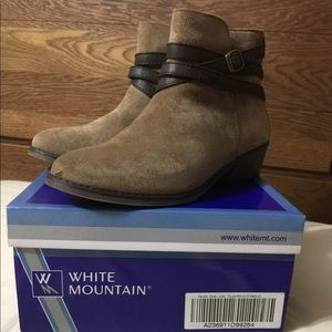 White Mountain ankle boots